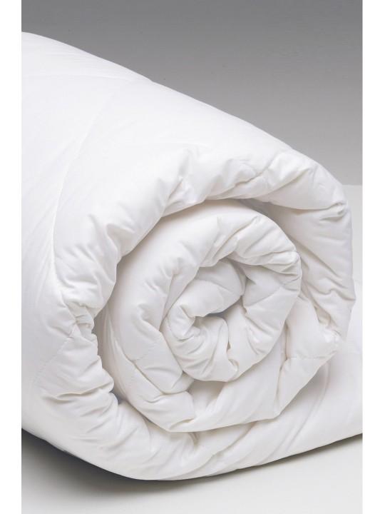 Олекотен юрган за всички сезони в бяло